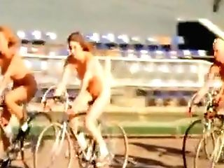 Queen- Bicycle Race (uncensored Version)