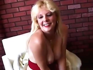 Saucy South African Old Spunker Loves To Fuck Her Raw Cootchie