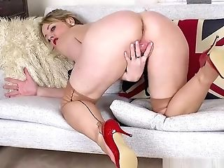 Big Tits Black-haired Mummy Sofia Rae Strips And Wanks In Nylons And Fancy Stilettos